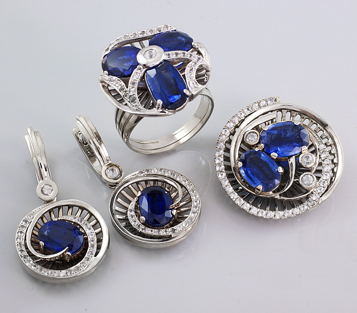 Набор из сапфиров и бриллиантов