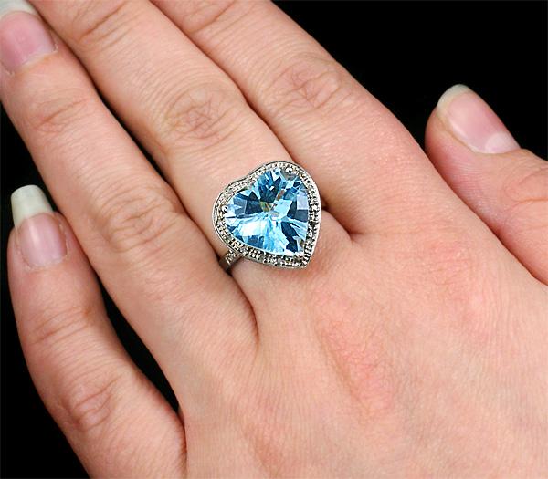 Мужское кольцо с голубым бриллиантом